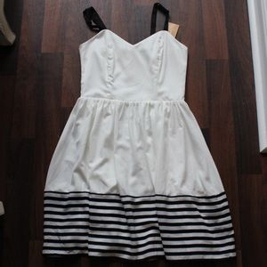 white fitted/flare dress